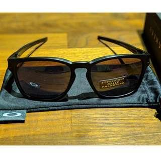 Oakley Latch® Square (Asia Fit) Sunglasses • Matt Black Frame • PRIZM Daily Polarized Lenses OO9358-06