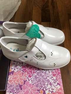 🚚 美而尖 護士鞋 68號