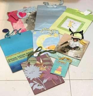 Gift bags 禮物紙袋8個(全新)