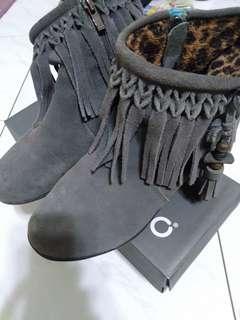 🚚 異國風灰色短靴