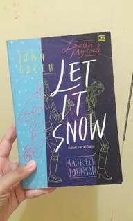 Novel Let It Snow (Dalam Derai Salju) by John Green et al.