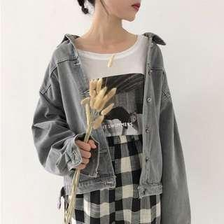 🚚 gray washed out denim jacket ✨