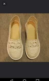 Cream colour flat shoes 39                        米白色休闲鞋