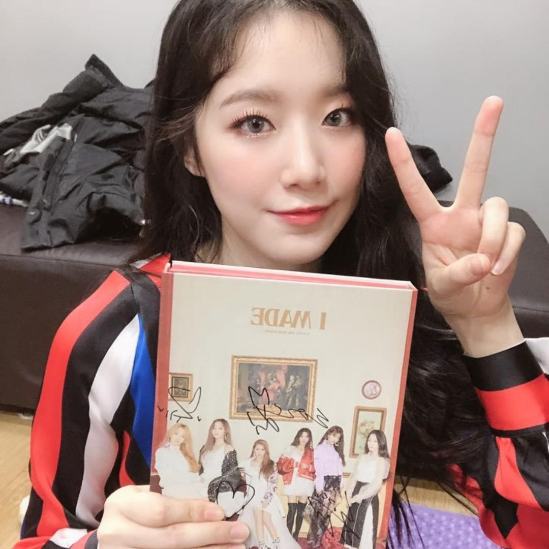 ALL MEMBERS SIGNED (G)I-DLE 2ND MINI ALBUM 'I MADE'