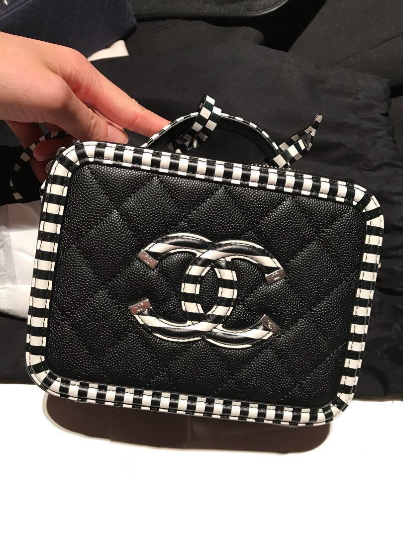 607b14b6e0a518 BN Chanel Vanity Bag Cruise 2019 Black w/Stripe, Women's Fashion ...
