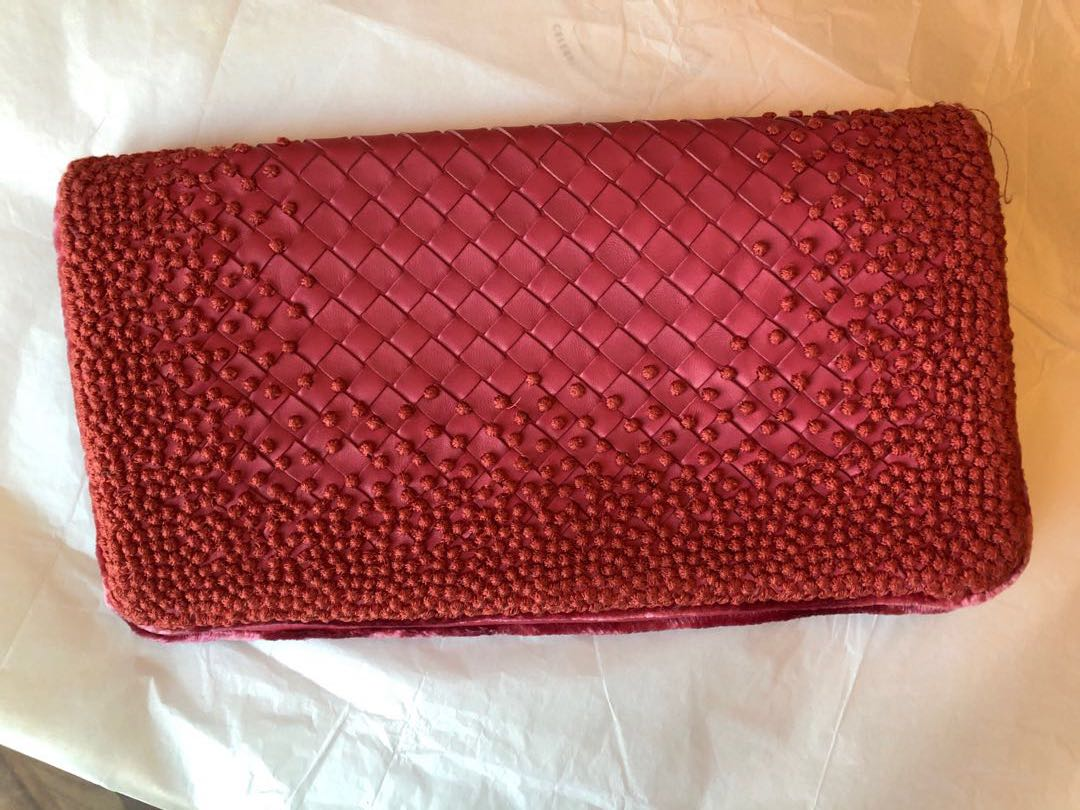 42a431ecc78e Bottega Veneta Clutch in a mix of the signature intreciato weave and ...