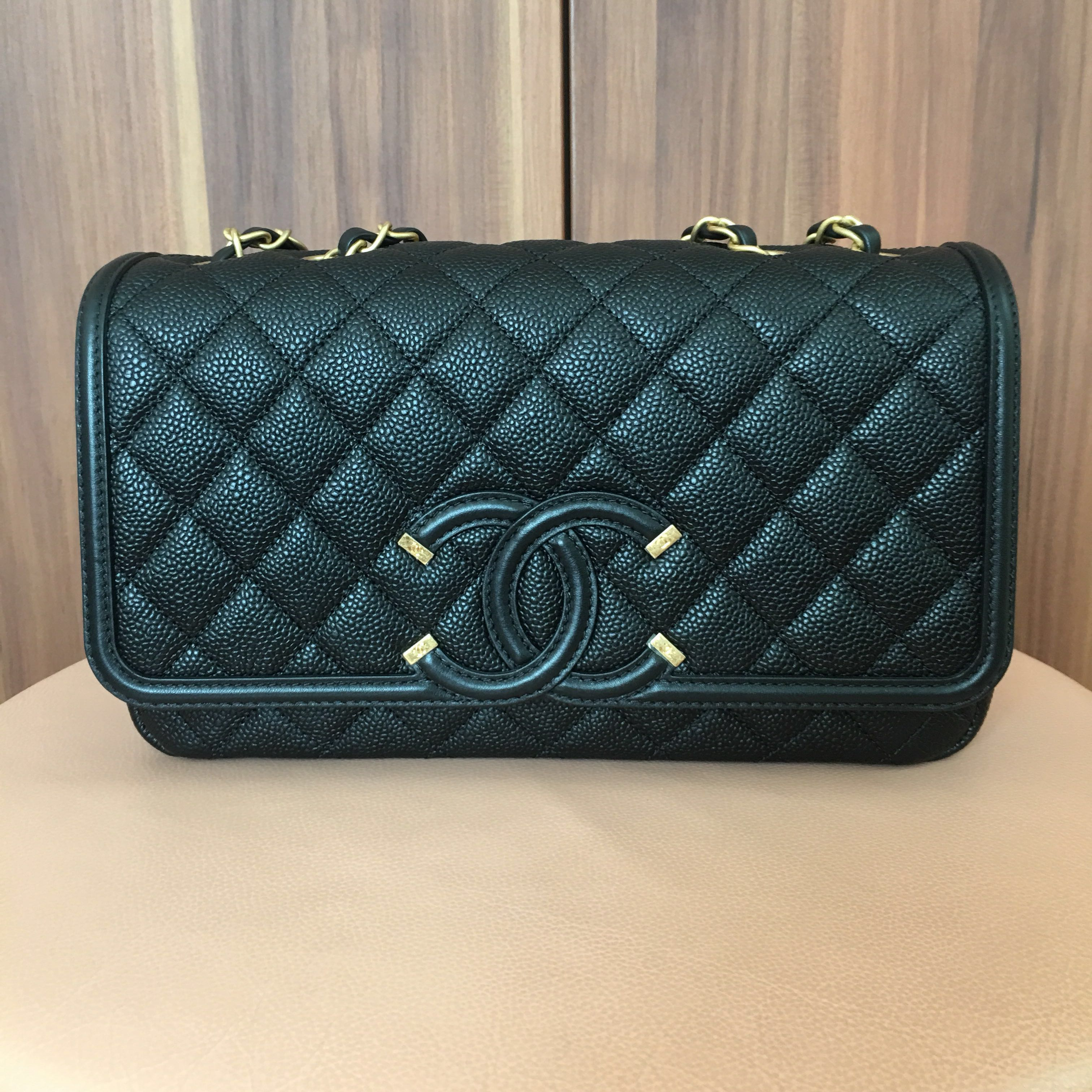 0e2a0ad91af8 Chanel CC Filigree Medium Flap Bag - Authentic, Women's Fashion, Bags &  Wallets, Handbags on Carousell
