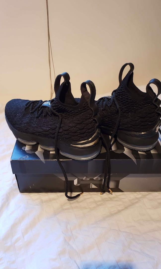 Lebron shoe size 6. Wore only indoor. Very good condition.