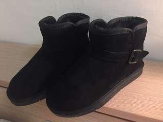 ICCASU側釦黑色真皮雪靴