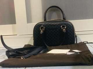 Gucci Small in navy blue