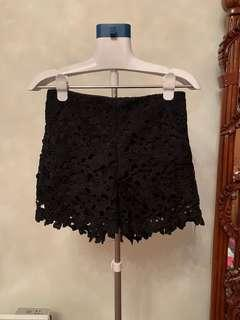 Black lace high-waisted shorts with 2 pockets