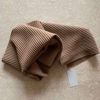 🚚 COS多摺圍巾