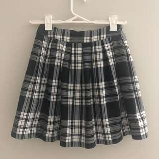 Dotti Black and White plaid skirt