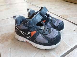 Nike darth9 toddler shoes