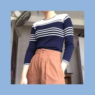 🚚 GUESS thrifted sweater