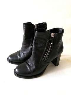 Lacoste ladies boots black size 36