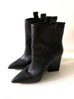 Zara basic collection black ladies boots size 37