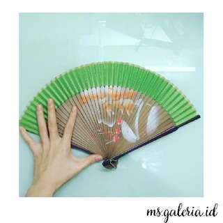Premium Painting Folding Fans Green , Kipas lipat lukis