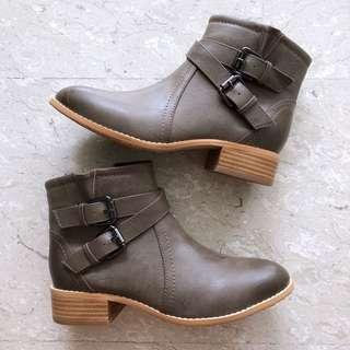 🚚 Buckle Ankle Booties (Taupe)