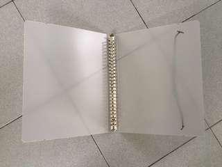 Ring folder and dotted grid papers size B5