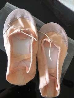 🚚 Dance shoe