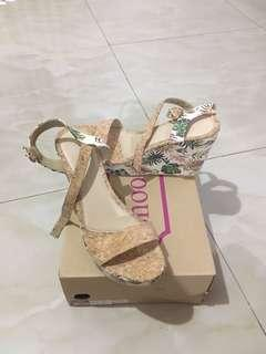 Used ONCE Wedge size 8