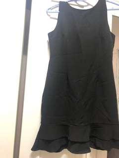 🚚 Short black dress with golden zip