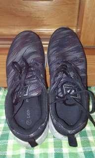 🚚 輕量休閒運動鞋