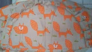 Gendongan motif lucu fox orange.