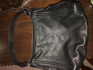 🚚 Pierre Cardin hand bag
