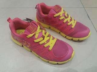 Sepatu running/style perempuan size 38 39 merk PRECISE