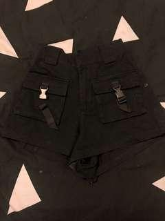 Multi pocket short