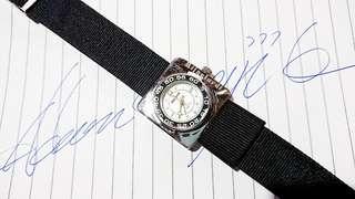 """意大利品牌Mijaclordi 電子手錶""""  手錶直徑28 mm,黑色錶帶全新更換,付註手錶內錶面兩點鐘位置有缺憾, 保存至今運作正常。"""