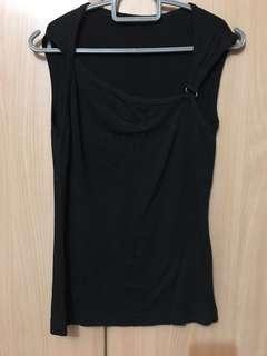 🚚 Black sleeveless Top