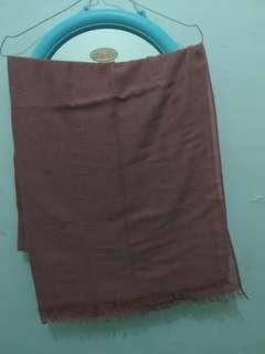 Pasmhina merk UMAMA warna merah bata