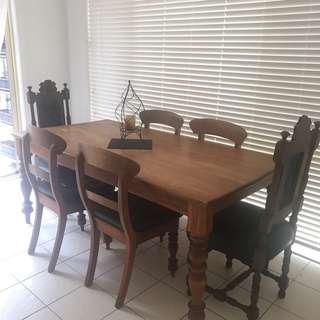 Early Settler Solid Dining Setting