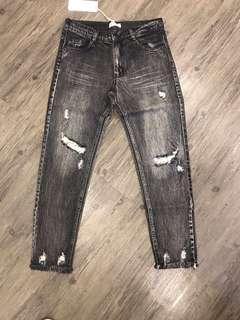 🚚 黑灰色刷破男友褲現貨全新一件