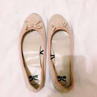 flatshoes the little things she needs (tltsn)