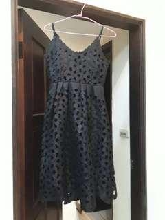 洞洞造型無袖短洋裝