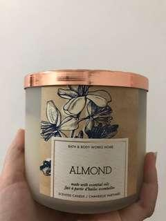 BATH & BODY WORKS SCENTED CANDLE (ALMOND)