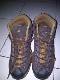 Sepatu hiking A Rei