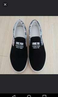 Brandnew black floral platform shoes 39 全新黑色拼花高底鞋。