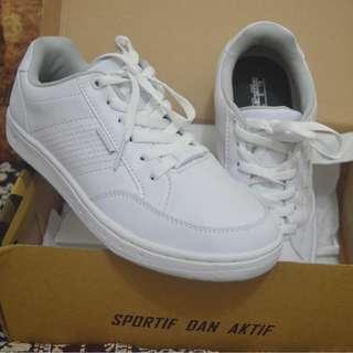 Sepatu Putih Spotec