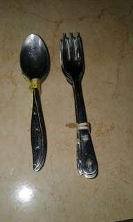 Sendok garpu kecil
