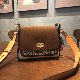 🚚 #Clearance# Tory Burch Bennett Mixed Material Small saddlebag