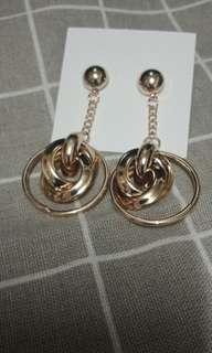 🚚 《925銀針》扭結款金色垂墜耳環