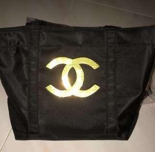 🚚 Chanel Precision Makeup sequin tote bag