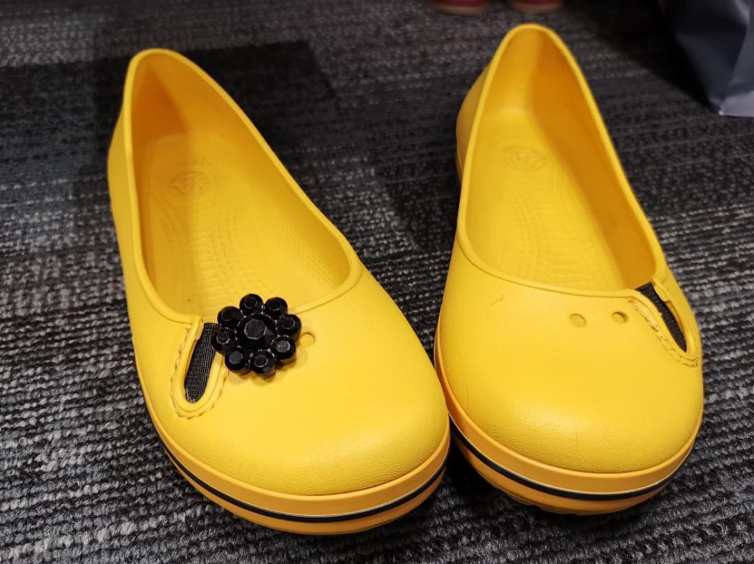 mustard yellow crocs