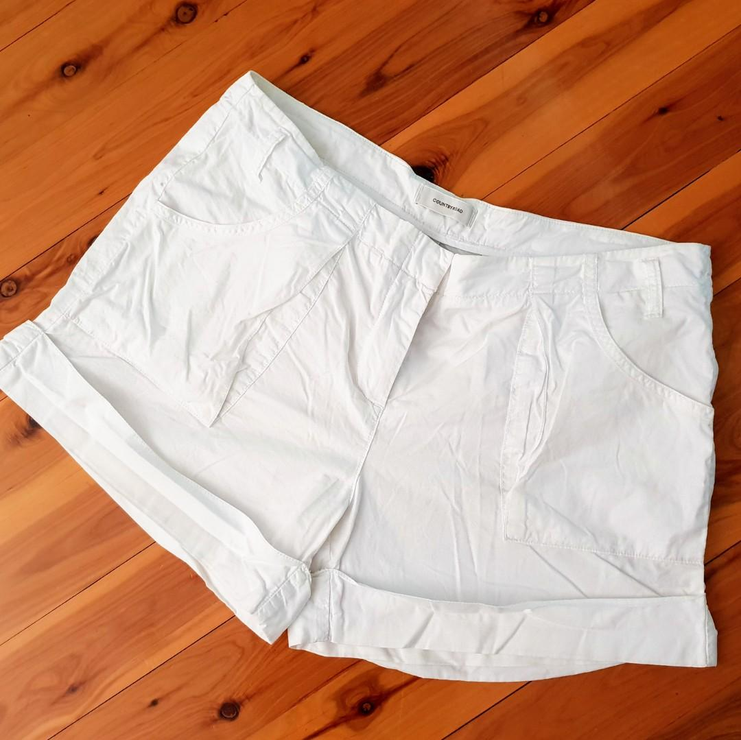 Women's size 12 'COUNTRY ROAD' Gorgeous casual white shorts - AS NEW