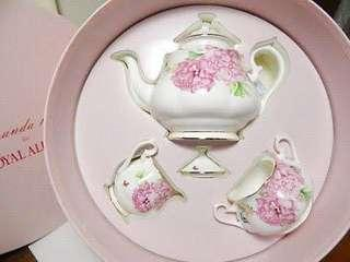 🚚 Royal Albert x Miranda Kerr Friendship Tea Set